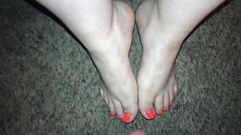 Mini Cumshot on hot sexy feet (Feet Cumshot) Porno indir