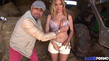 Valeria fermière sexy défoncée dans la paille