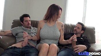 Marie Clarence la brunette aux gros seins s'offre un trio hard 15分钟
