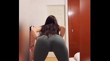 Jovencita bailando demasiado sexy Video completo aquí  http://zo.ee/6C6YR