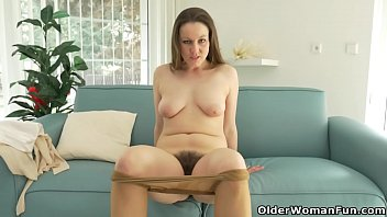 French mature Chloe rubs her nyloned hairy pussy