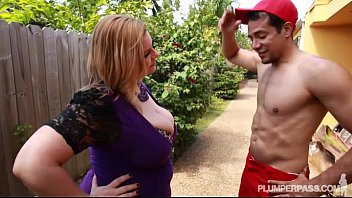 Sexy plumper gallery Sexy plump milf tiffany blake fucks dark pool boy