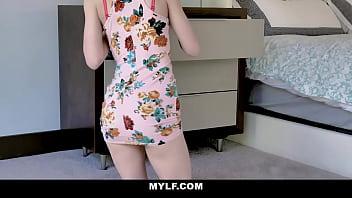 MOM and DAUGHTER use same dildo- Alexa Nova & Summer Hart 8分钟