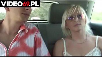 Polskie porno - Ruchanie seksownej blondynka która handlowała truskawkami
