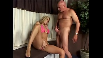 Bald private detective needs to investigate the mouth his client Darryl Hanah with his big dong while she is smoking a cigarette