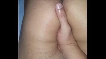 Socando dedo no novinho