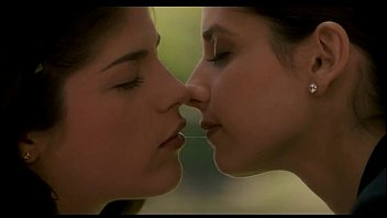 Cruel intentions sarah michelle gellar and selma blair lesbian kiss