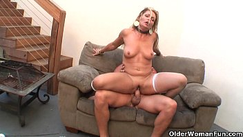 Hot milf Kelly Leigh loves hard sex صورة