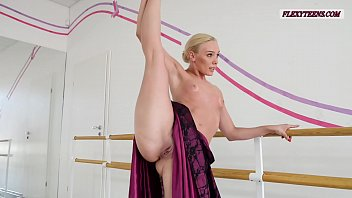 Naked brothers band show - Anna sigarga with gymnastics never seen before