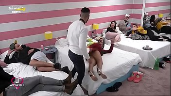 Débora Dunhill seduz sem calcinha! Love on Top, TVI