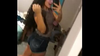 Vitoria Mendes provocando no espelho