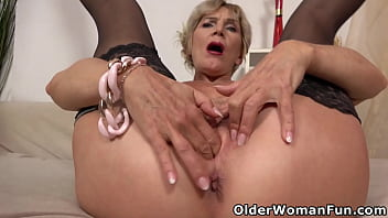Old Milf Inke Has Not Lost Her Sex Drive