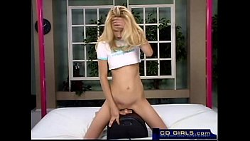 Amateur girl in a sybian machine tryout- see how long she lasts
