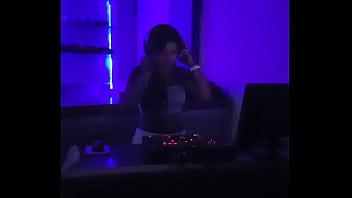 Aqui me invitaron a hacer de dj en un club nocturno---------hola mis amores si te gusto mi video te dejare un enlace para que puedas verme desnuda y tocandome--- http://zipansion.com/20242551/abigail-fotos-videos-x