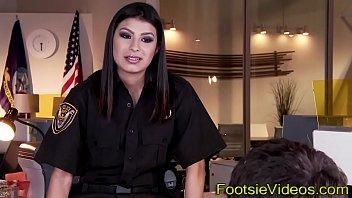 Policewomans feet jizzed