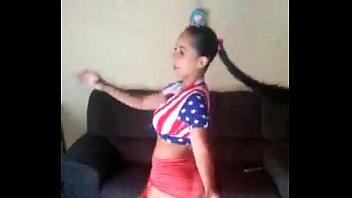 brasileira dançando funk