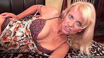 50 adult older over video woman - Grandma merilyn with her hanging tits gives her old pussy a workout