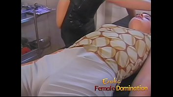 Streaming Video Dominatrix works hard to find out what her slave's pain threshold is - XLXX.video