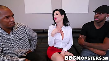 Squirting MILF Veronica Avluv takes care of two black dongs