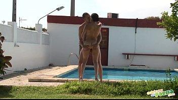Follada en la piscina