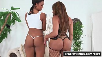 Interacial piss drinkimg - Interacial threesome with two ebony teens jayla foxx , harley dean - reality kings