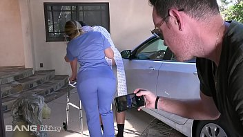 pornxฝรั่ง หนุ่มหื่นจัดแอบเอาควยออกมาโชว์พยาบาลสาวจนมีอารมจับอมควยแล้วขึ้นขย่มโครตเสียว