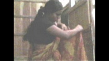 desi aunty exposing tits and pussy