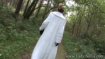 Lady Sonia Fur Coat And Thigh Boots In The Woods Vorschaubild