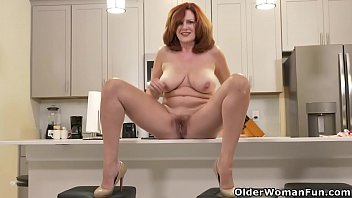 Mature gorgeous American milf andi james rubs her gorgeous pussy