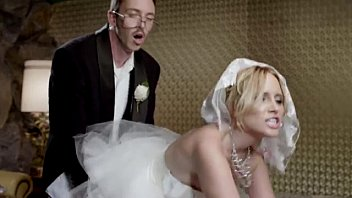 Skittles Newlyweds - Get Ready For My Sweetness