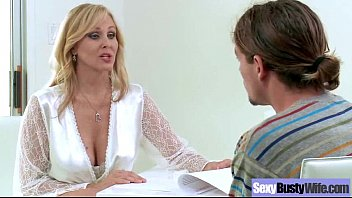 Mature Wife With Round Big Tits Love Sex On Tape (julia ann) movie-15 thumbnail