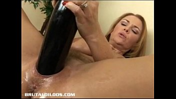 Bobble dildo - Hot mature toying her snatch