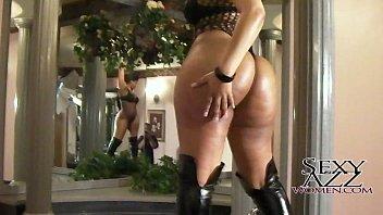 Mz Mika showing big ass and twerking