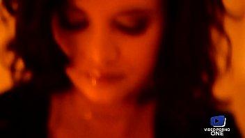 Le massage d'Anna Polina et Emy Russo devient sensuel