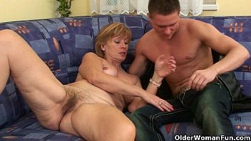 Cum sucking old woman - Nothing better that shooting your cum on moms body