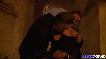 Alexia et John s'exhibent dans tout Paris pour finir en sodomie