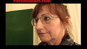 Sexo na escola - colegial e prof fodido pelo zelador - pornografia italiana