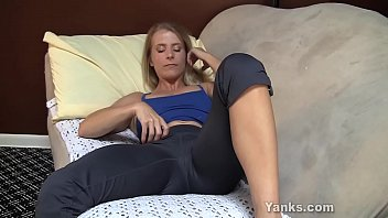 Masturbating orgasm milf - Yanks milf skyla masturbates and cums