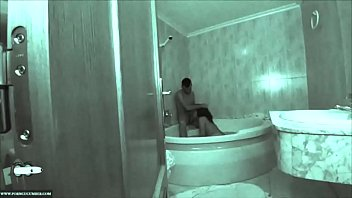 Sex wasser Touching her pussy between water adr0056