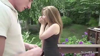 Outdoor teen Teen wird vom vermieter mit riesen schwanz im garten gefickt
