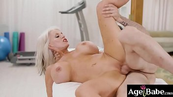 Young man slamming a hot mature pussy from behind doggystyle
