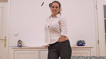 Euro milf Ameli stuffs her mature cunt with a dildo