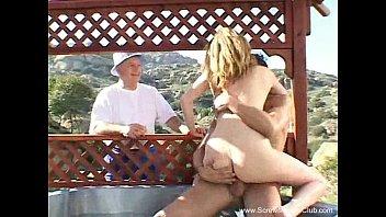Outdoor Threesome For Slut Swinger MILF Vorschaubild