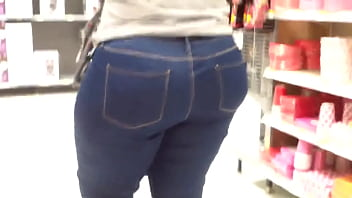 fat booty black gilf showing off ass