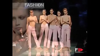 The best topless fashion show, the most exclusive moments of the international runway!