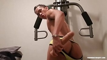 Latin Twink Raul Beats His Meat
