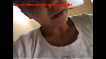 Coroa asiática cavalgando forte na rola do marido - www.videossexoamador.com.br