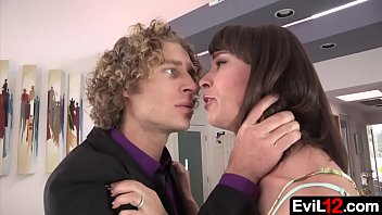 Pretty stepmom and her hung stepson go to bed - 69VClub.Com