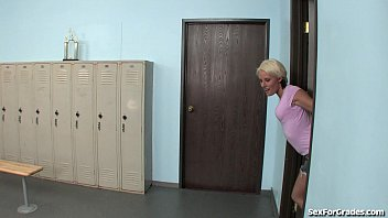 Slut pctures - Teen slut gets fucked in the locker room