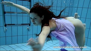 The beauty of nude women down under Aneta shows her gorgeous body underwater